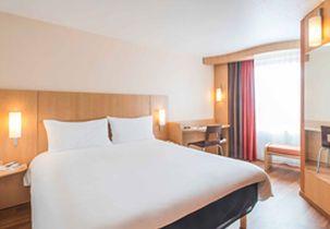 hotel ibis 303x210